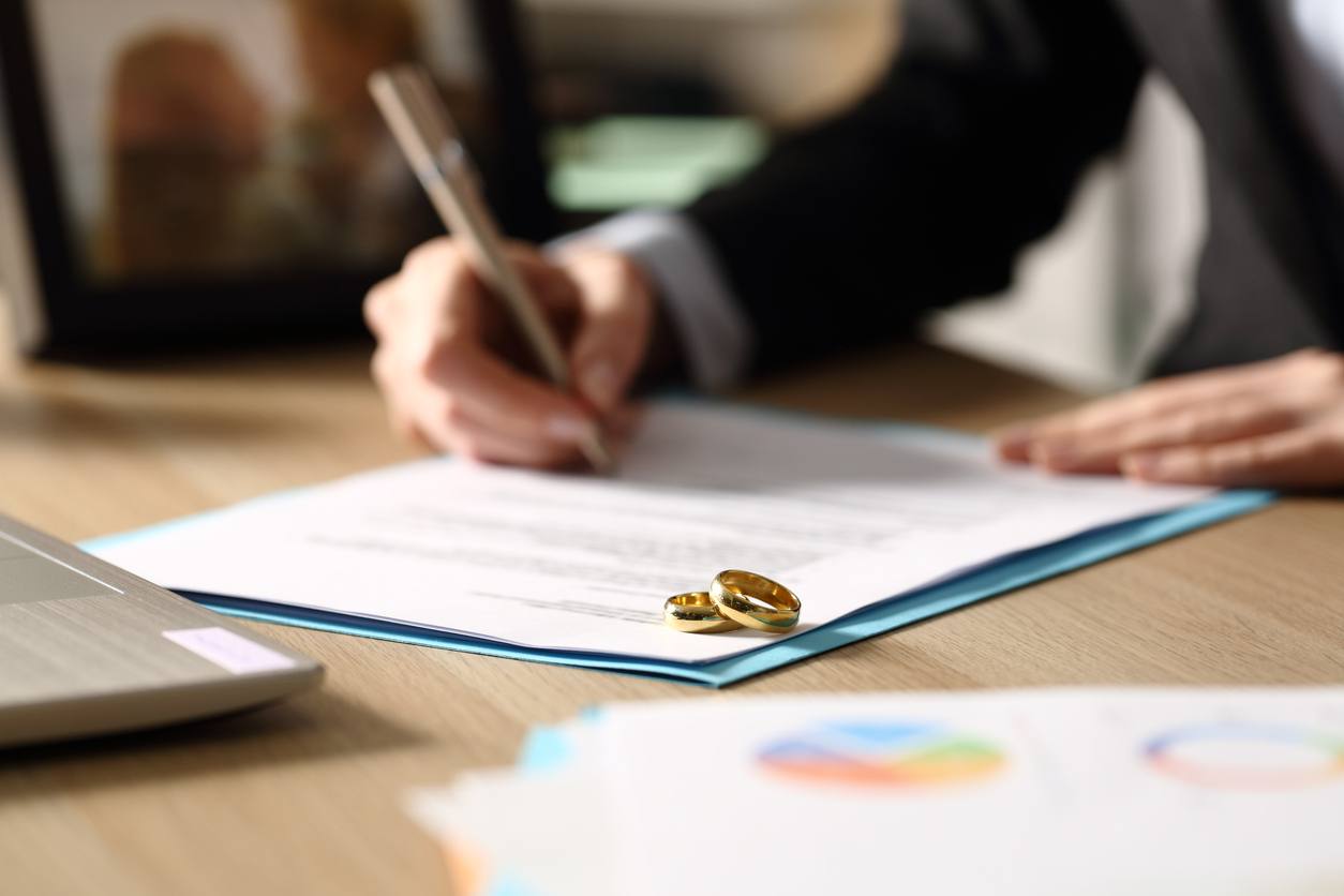 document signing, with rings on it